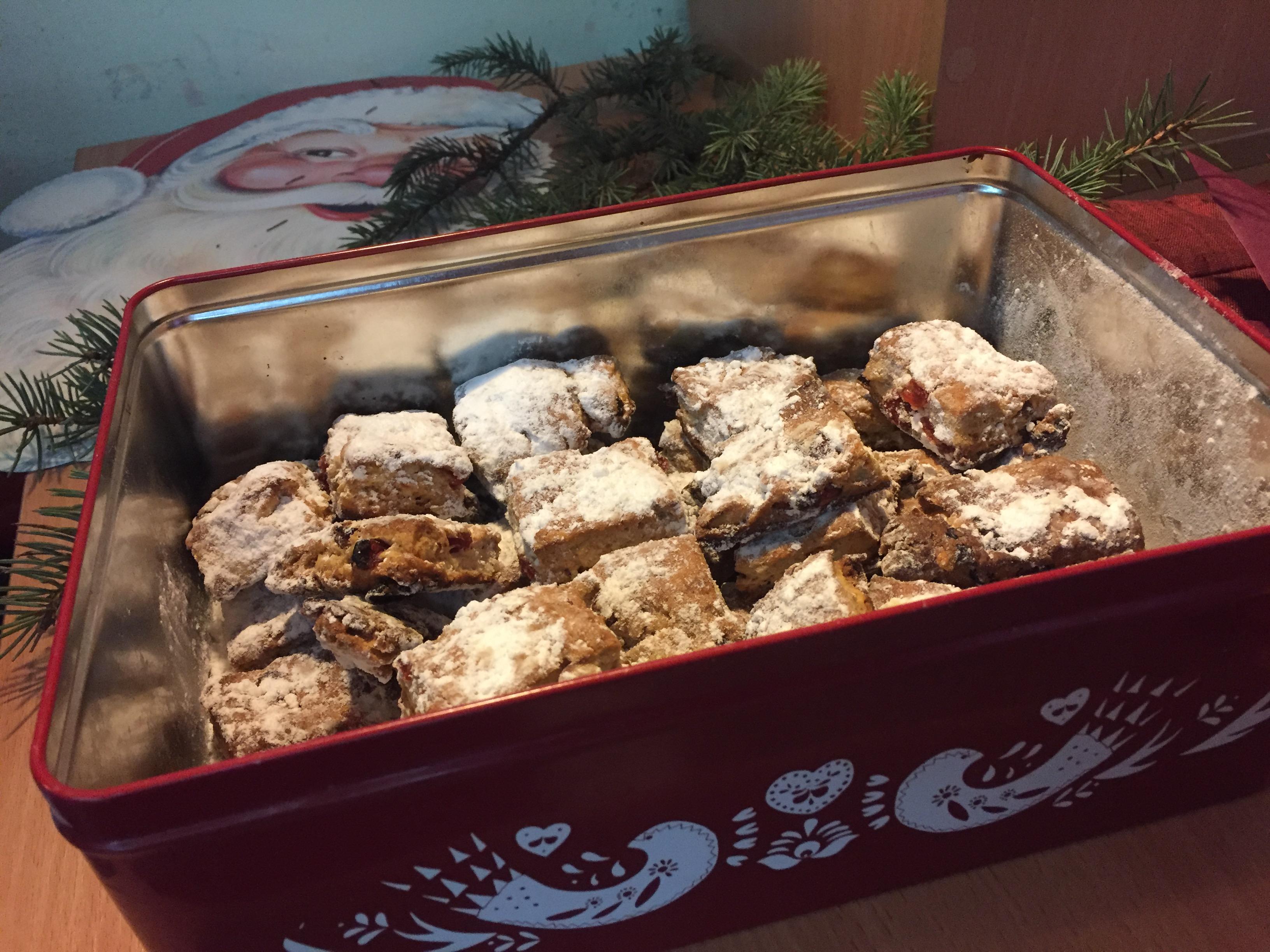 Немецкое рождественское печенье-штоллен (Stollen), которое было приготовлено организаторами Адвента для участников мероприятия. Фото: Диана КОСЯКИНА