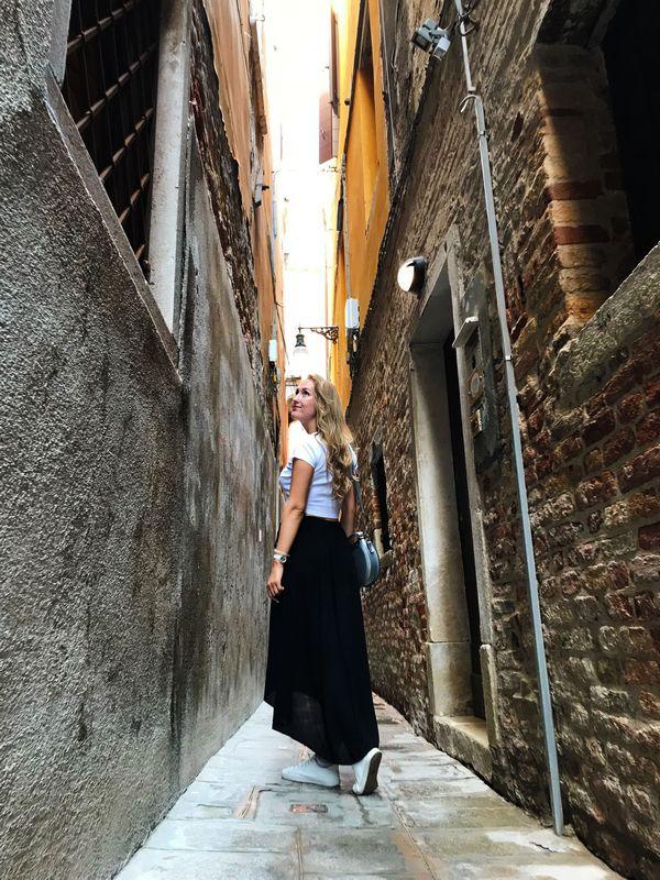 Вероника Якушевич на одной из старых улочек Венеции. Фото: архив семьи ЯКУШЕВИЧ