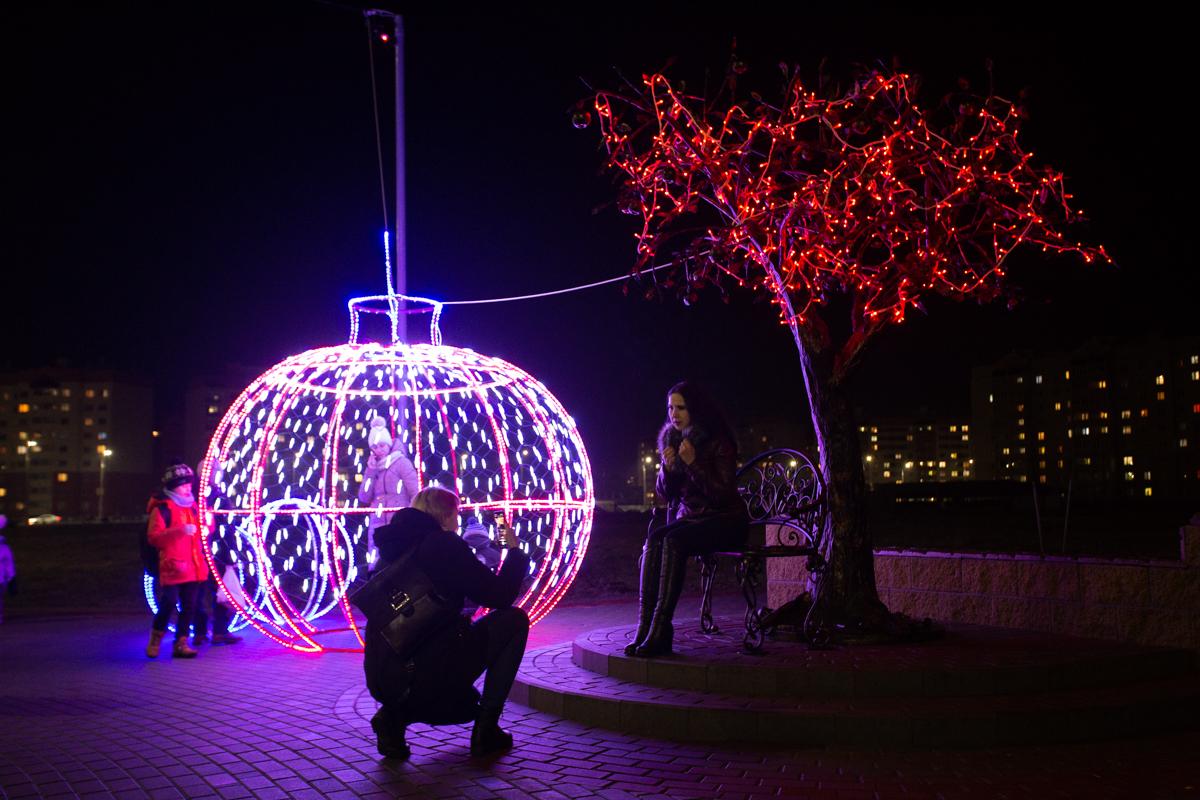 Новогодняя инсталляция в Боровках. Фото: Александр ЧЕРНЫЙ