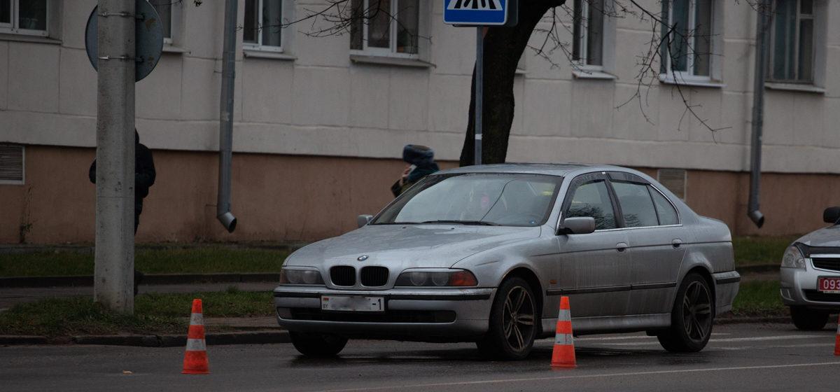 В Барановичах BMW сбил пешехода. Фотофакт
