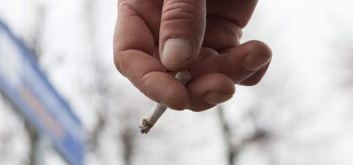 В Новополоцке пациенты курят прямо в палате больницы. Видео