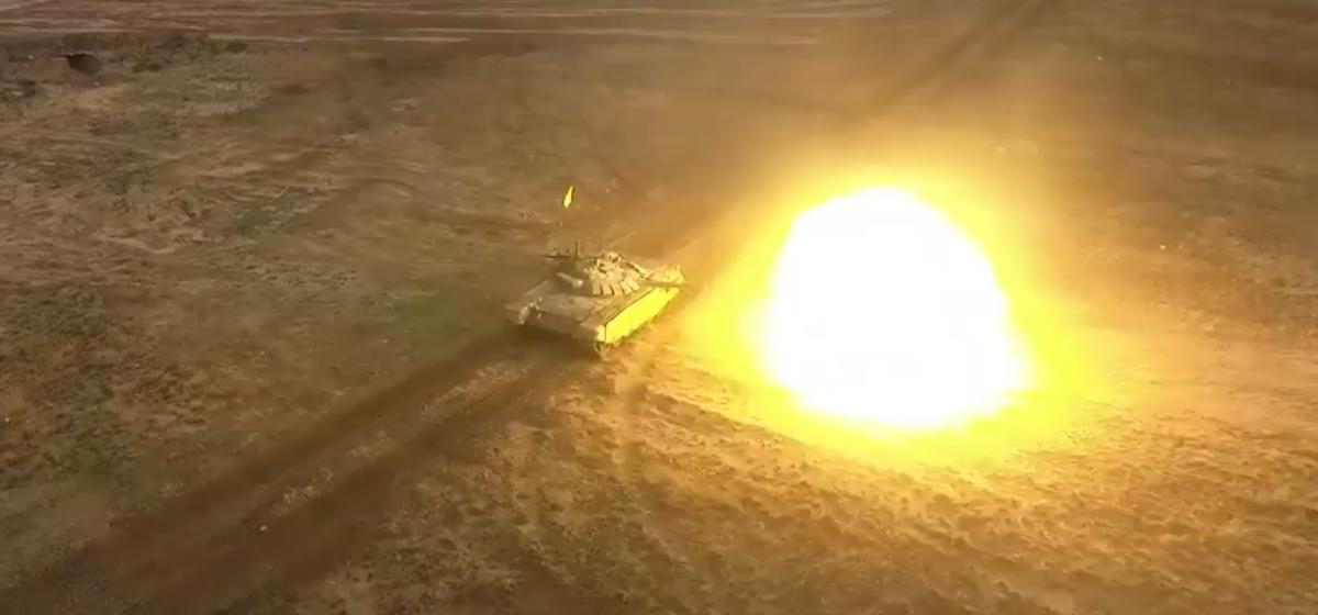 Эффектная тренировка белорусских танкистов попала на видео