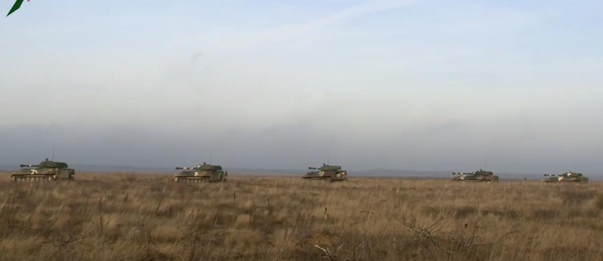 Как стреляет САУ «Гвоздика». Эффектная тренировка белорусских артиллеристов под Барановичами попала на видео