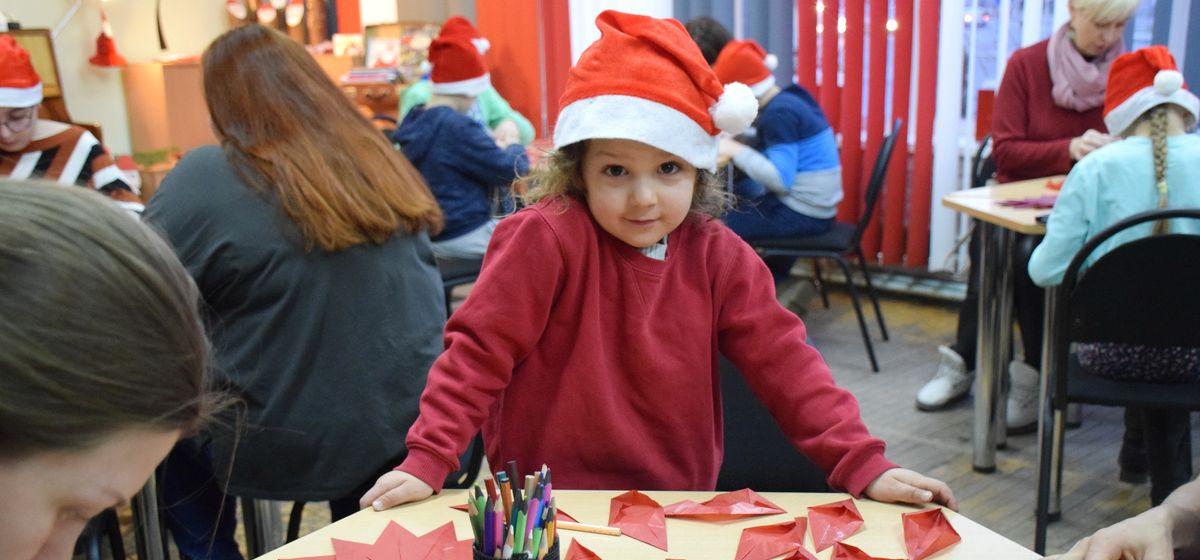 В барановичской библиотеке рассказали, что такое Адвент, и поделились рецептом рождественского печенья