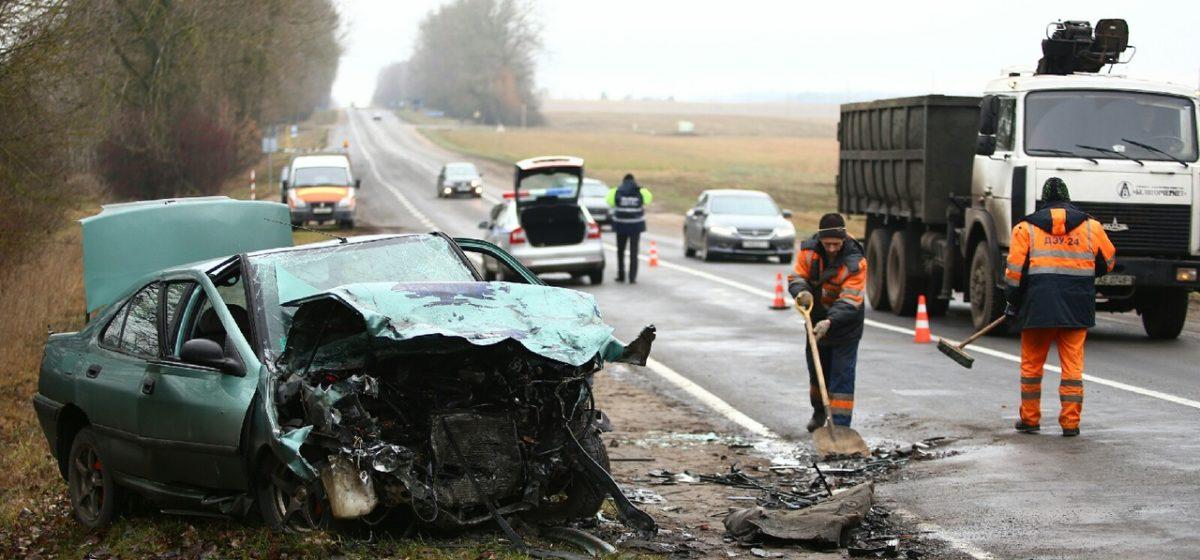 Два человека пострадали после лобового столкновения под Ляховичами. Фото
