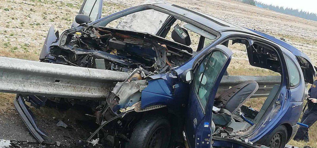 Легковушку насквозь прошило отбойником на МКАД-2 — погиб один человек