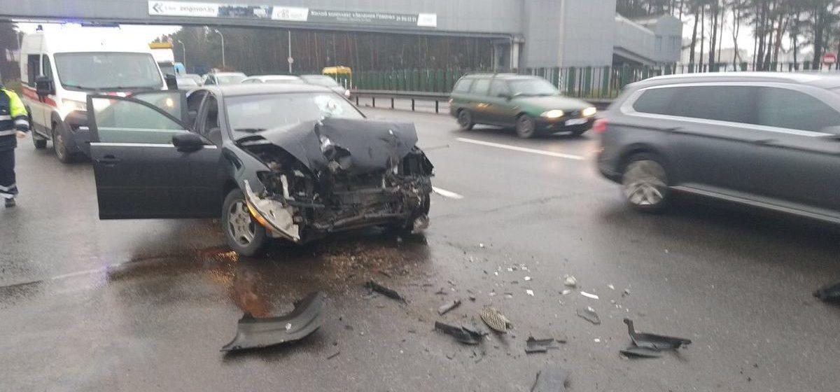 «Тойота» влетела в «МАЗ» на МКАДе — пострадал один человек