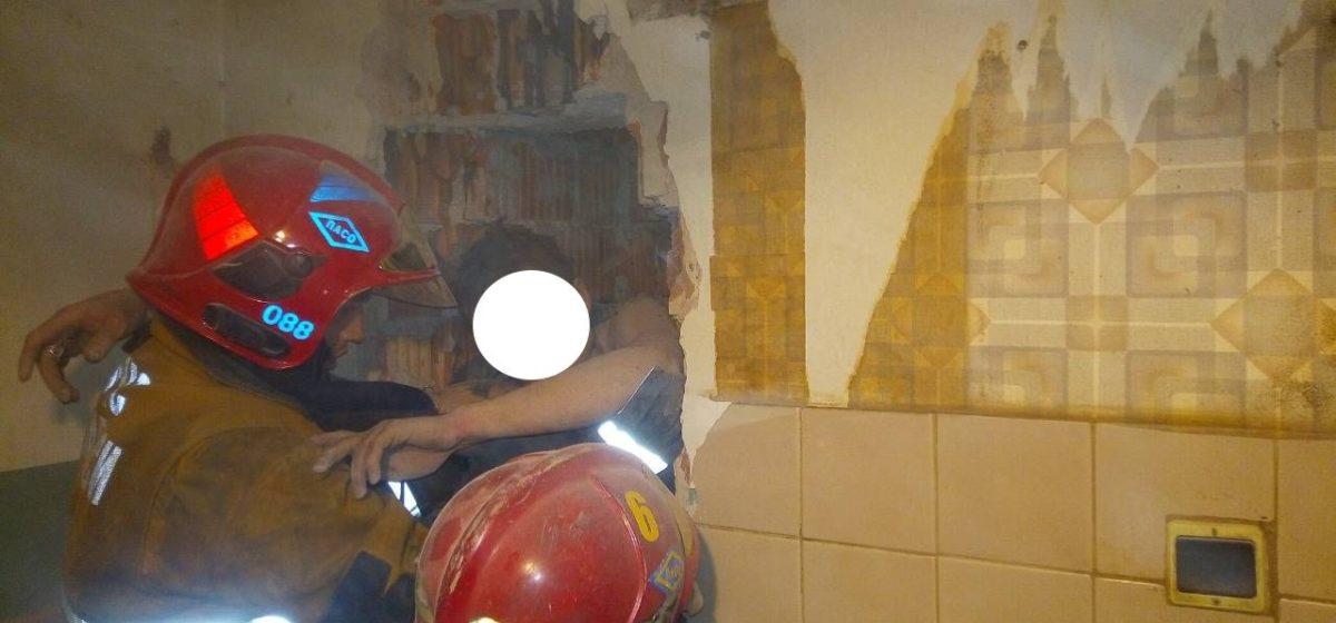 В Витебске мужчина провалился в вентиляционную шахту девятиэтажного дома и застрял на уровне шестого этажа
