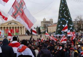 «Противоречие при одинаковых лозунгах». Почему Лукашенко твердит о суверенитете, а участников акций за независимость судят и штрафуют?