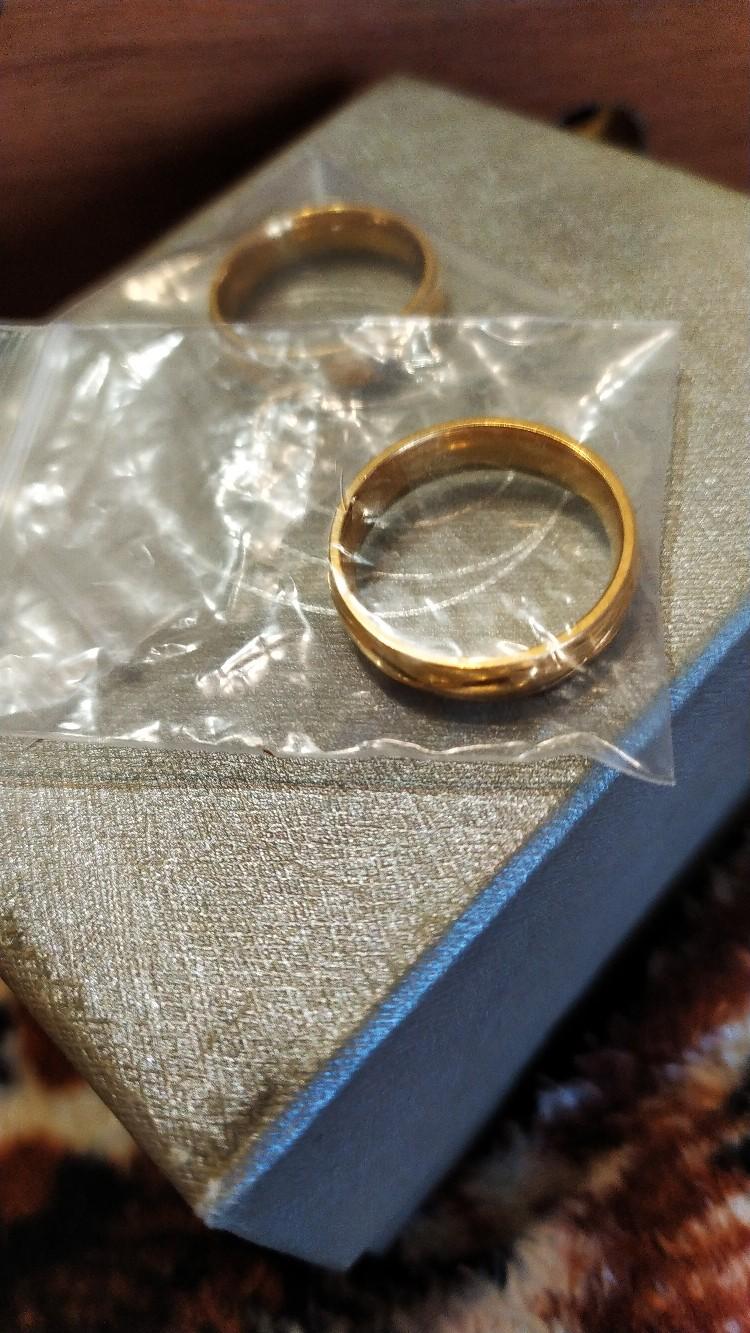 Жительница Барановичей отдает обручальные кольца даром. Фото: соцсеть «ВКонтакте»