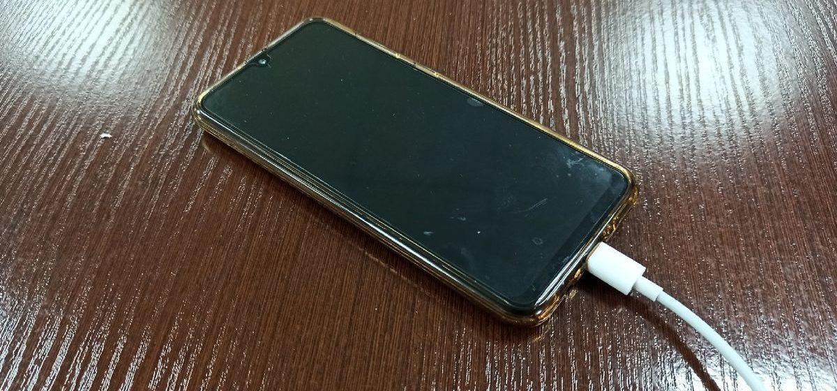 Эксперт рассказал, почему нельзя ставить телефон на ночь на зарядку