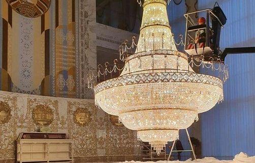 Три факта про «золотую» люстру в резиденции Лукашенко, с которой сдували пыль