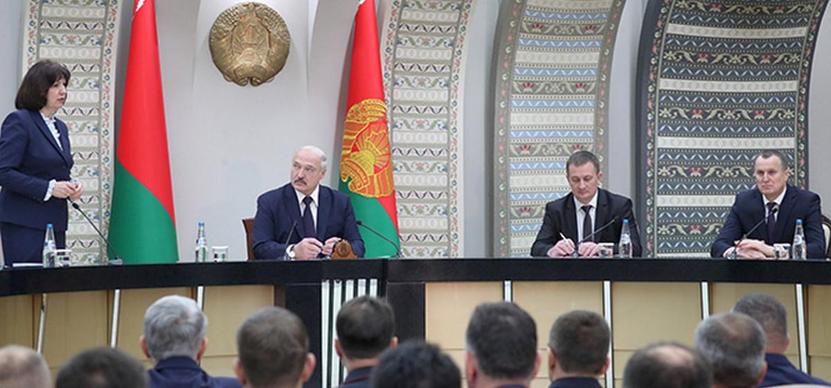 Лукашенко: «У Кочановой спрашиваю: «Где резерв на президента?» Она молчит»