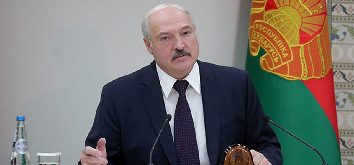 Лукашенко: «Я часто вам намекаю, через полгода нас будут щупать со всех сторон, и сильно»