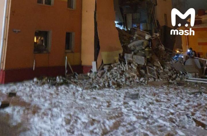 В Белгородской области в многоквартирном доме произошел взрыв. Обвалилась стена. Видео