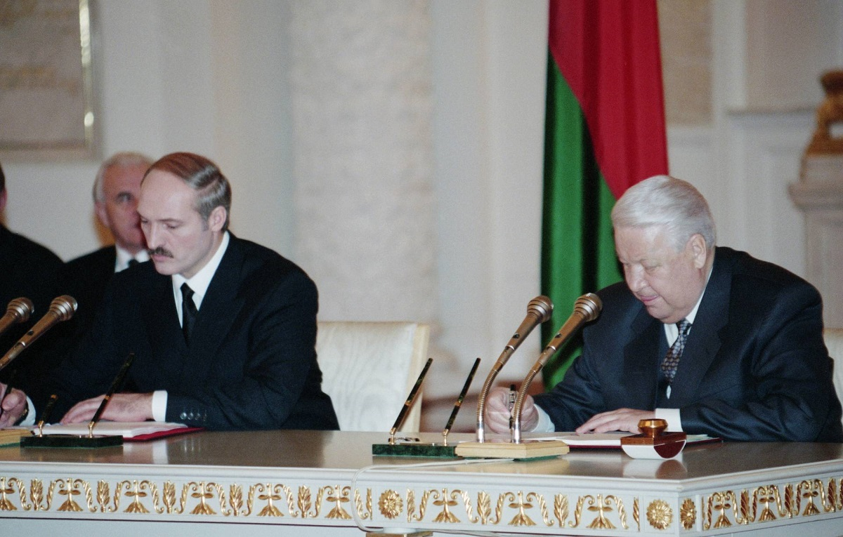 Александр Лукашенко и Борис Ельцин во время подписания Договора о создании Союзного государства России и Беларуси, 8 декабря 1999 года. Фото: Александр Сенцов, Александр Чумичев/ТАСС