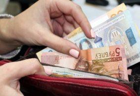 Власти обещали, что зарплата бюджетников не уменьшится. Что показывает статистика Белстата за январь?