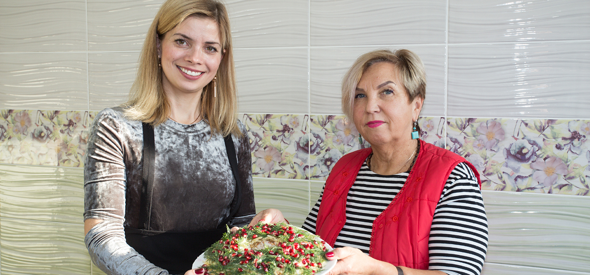 Рождественские встречи. Основатель медцентра в Барановичах приготовила праздничный салат и рассказала о своем бизнесе*