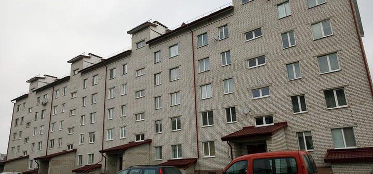 «На него уже вызывали милицию». Подробности трагедии под Минском, где пьяный мужчина порезал ножом жену, а сын выхватил нож и зарезал отца