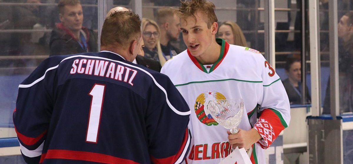 Коля Лукашенко «порвал» американцев в хоккей — команда президента Беларуси вышла в 1/2 финала Рождественского турнира. Фотофакт