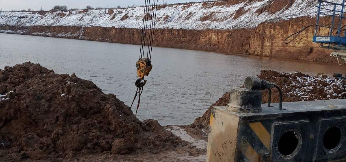 Под Витебском «БелАЗ» провалился под воду