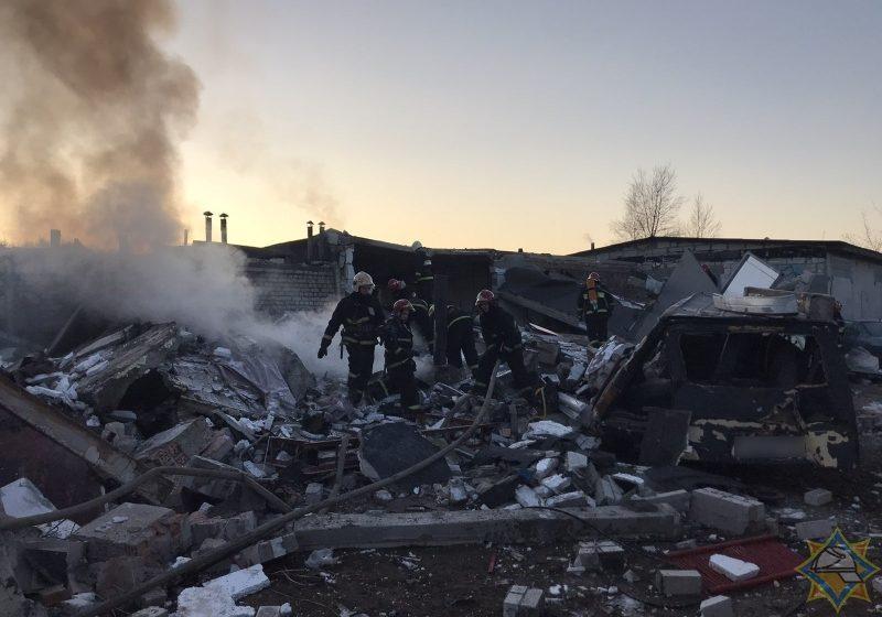 Взрыв в Бресте: 200 квадратных метров гаражей рухнули, повреждены пять машин, есть пострадавшие