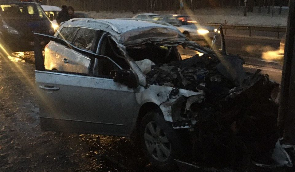 Под Смиловичами водитель Volkswagen врезался в попутную фуру и погиб