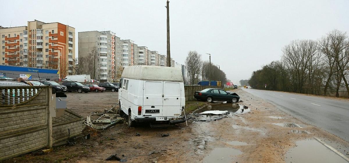 ДТП в Барановичах: BMW вылетел на встречку и въехал в бус. В результате повреждено несколько авто