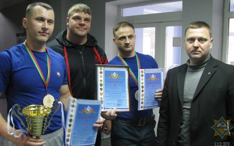 Барановичские спасатели стали сильнейшими на турнире по армрестлингу