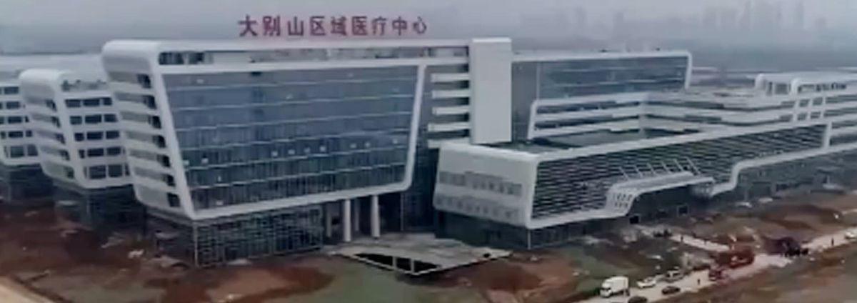 Посмотрите, какую больницу для зараженных коронавирусом обустроили в Китае всего за два дня!