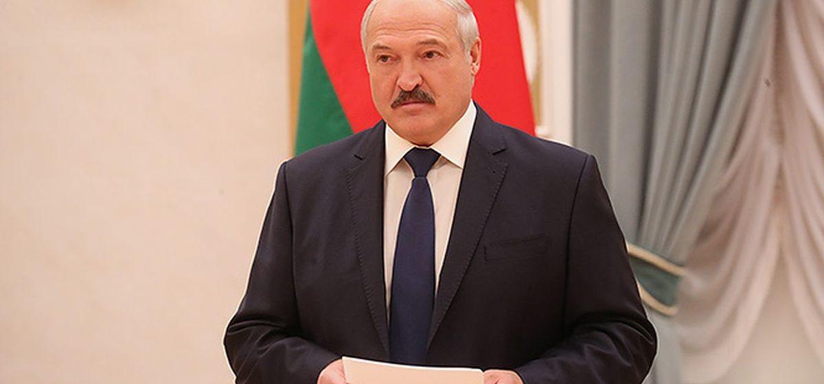 Лукашенко раскритиковал белорусские учебники