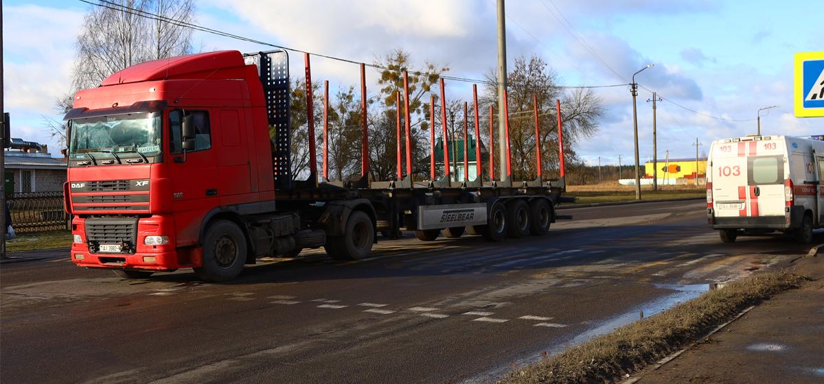 В Барановичах под колесами лесовоза погибла женщина