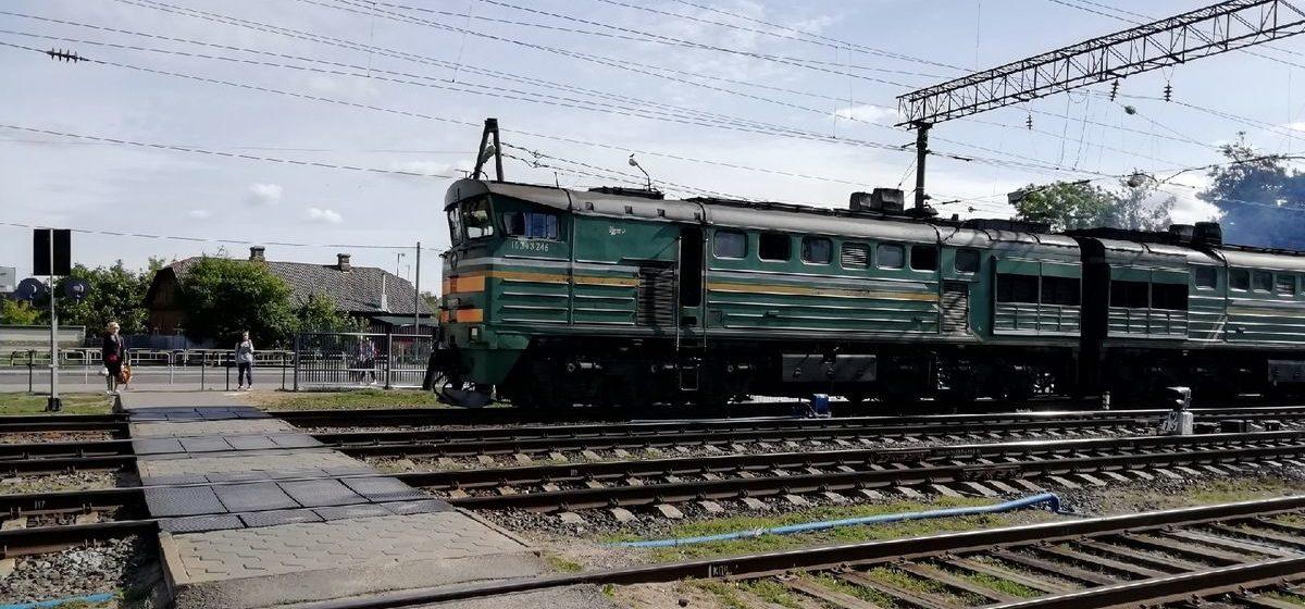 Поезд сбил рабочих в Орше. Один погиб, еще один в больнице
