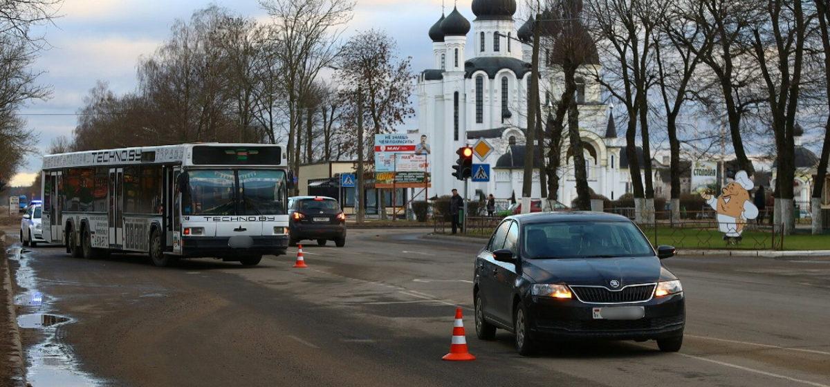 В Барановичах автобус столкнулся со «Шкодой»