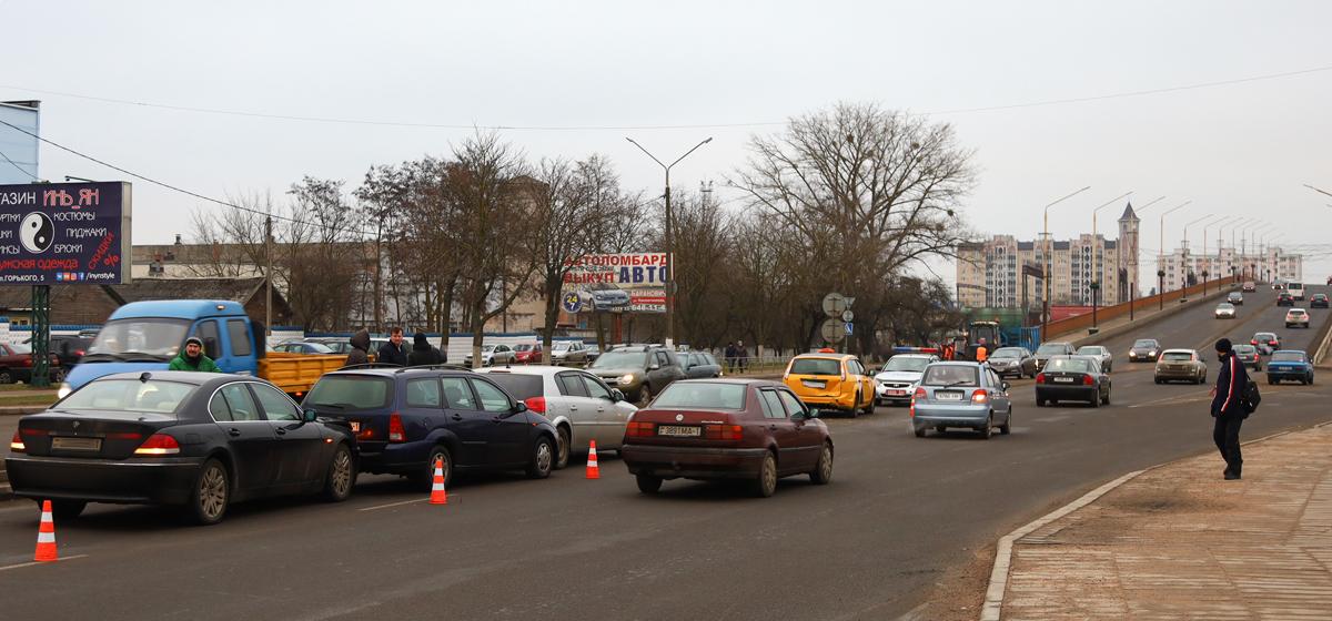 Два ДТП в одном месте с разницей в полчаса произошли в Барановичах. Повреждены пять машин