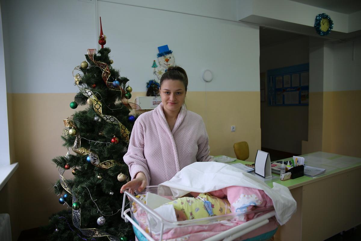 Виктория Ахремко с дочкой Вероникой. Фото: Татьяна МАЛЕЖ