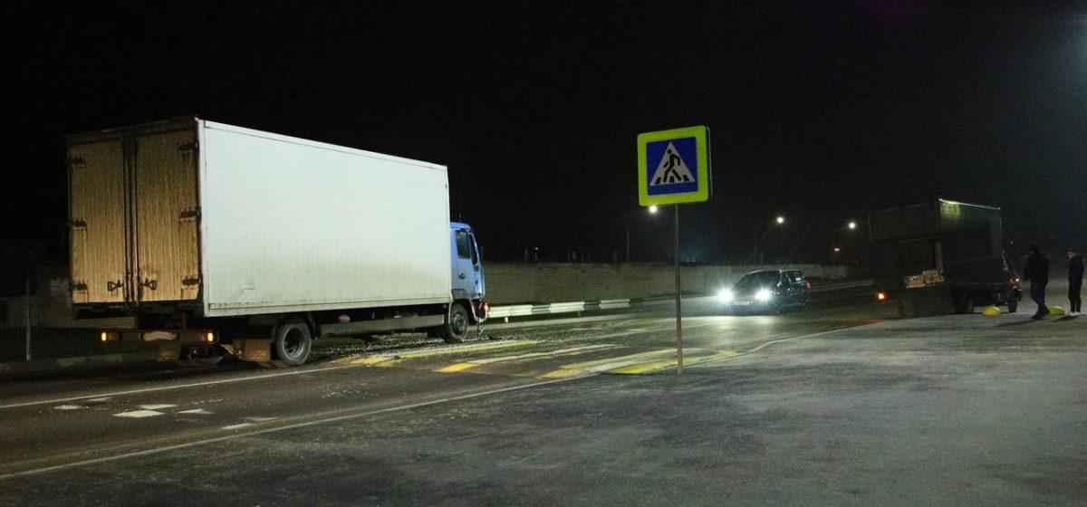 Два грузовика столкнулись в Барановичах на пешеходном переходе. MAN догнал Iveco