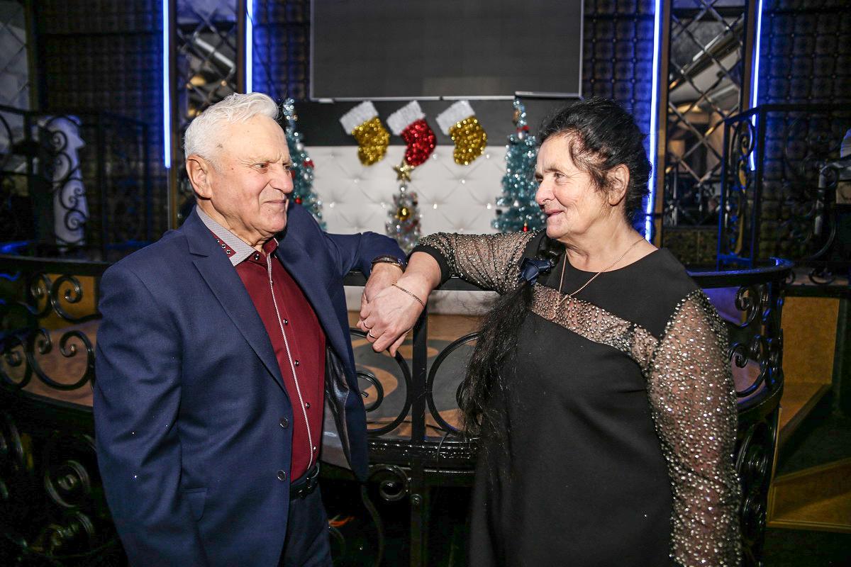 Анна и Петр Захаренко из д. Лесная.  За них читатели, принявшие участие в голосовании,   отдали 29% голосов. Фото: Александр ЧЕРНЫЙ