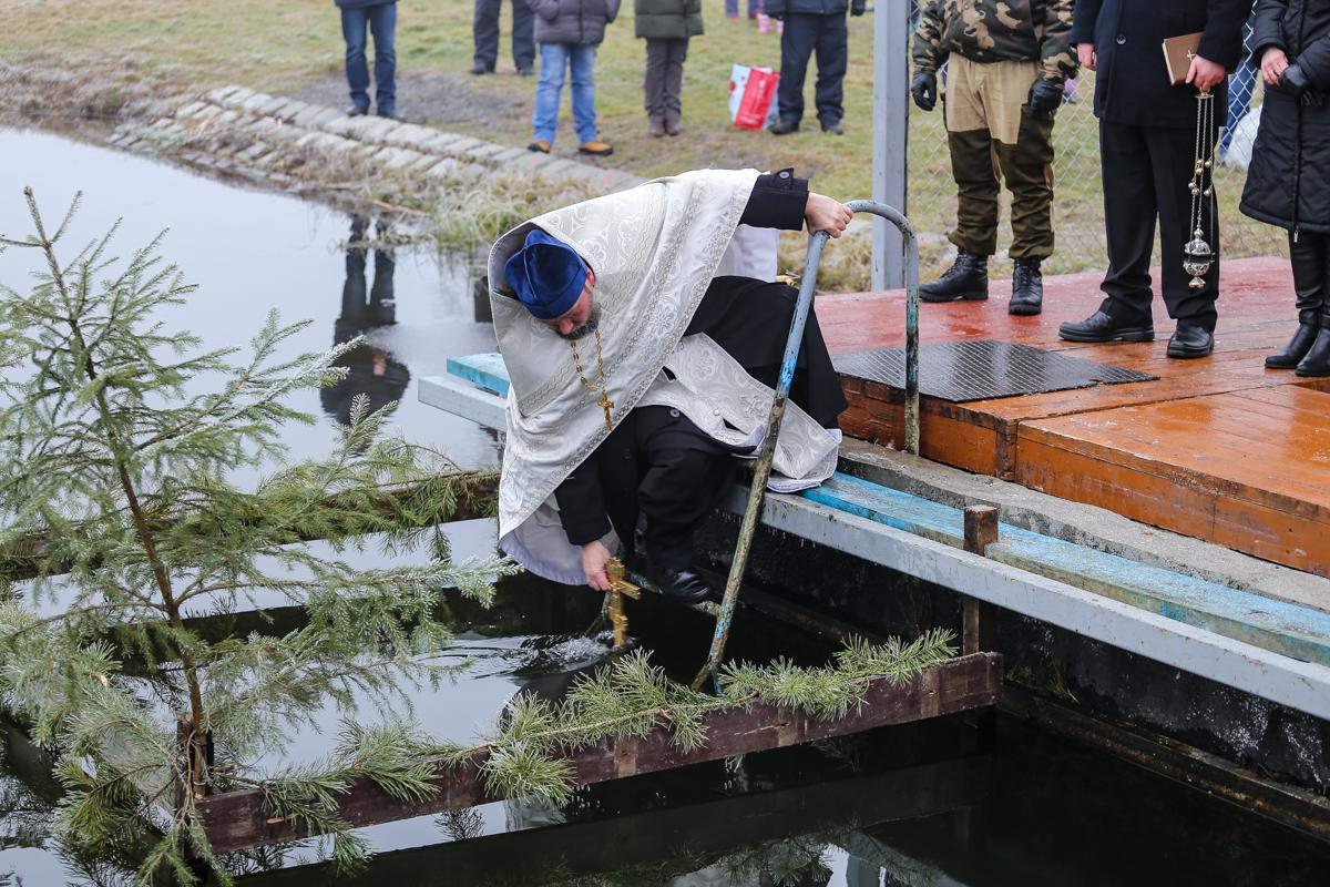 Освящение воды на водохранилище Мышанка. Фото: Александр ЧЕРНЫЙ