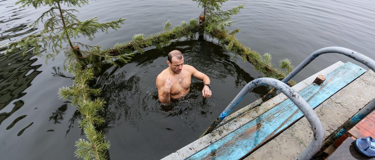 Без сильного мороза и проруби. Как прошли крещенские купания-2020 в Барановичах. Фоторепортаж