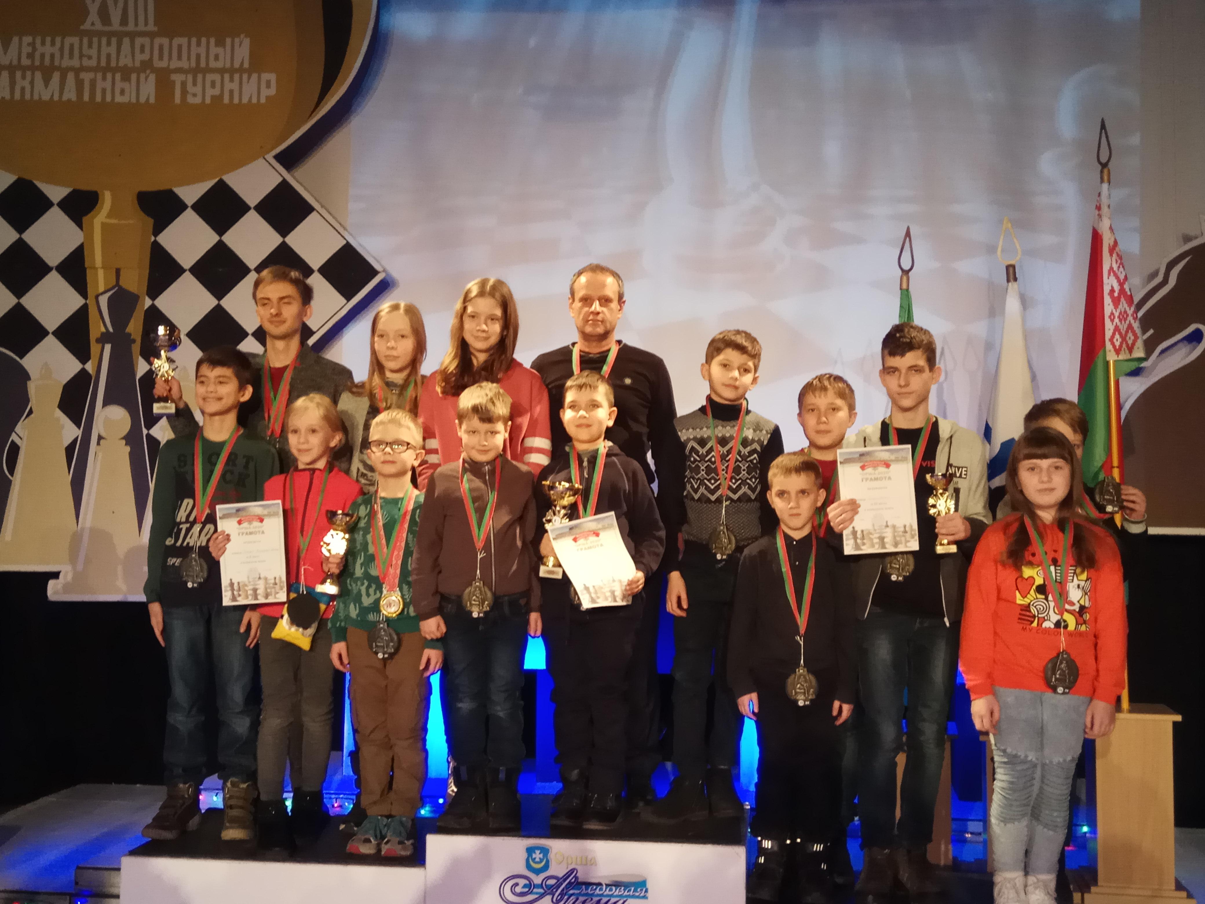 Участники турнира на церемонии награждения. Фото: архив Александра СИДОРЕНИ
