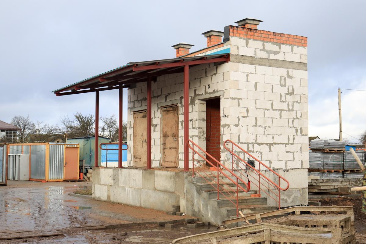 Станция зарядки аппаратуры лечебными газами. Фото: Андрей БОЛКО