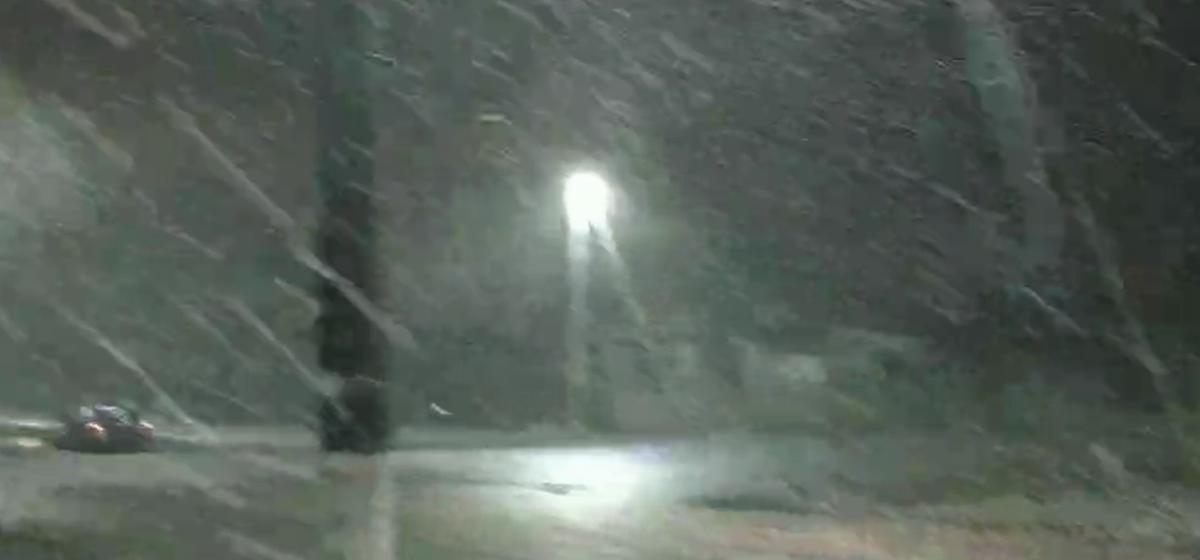 Снег и радуга в Барановичах в один день. Видеофакт