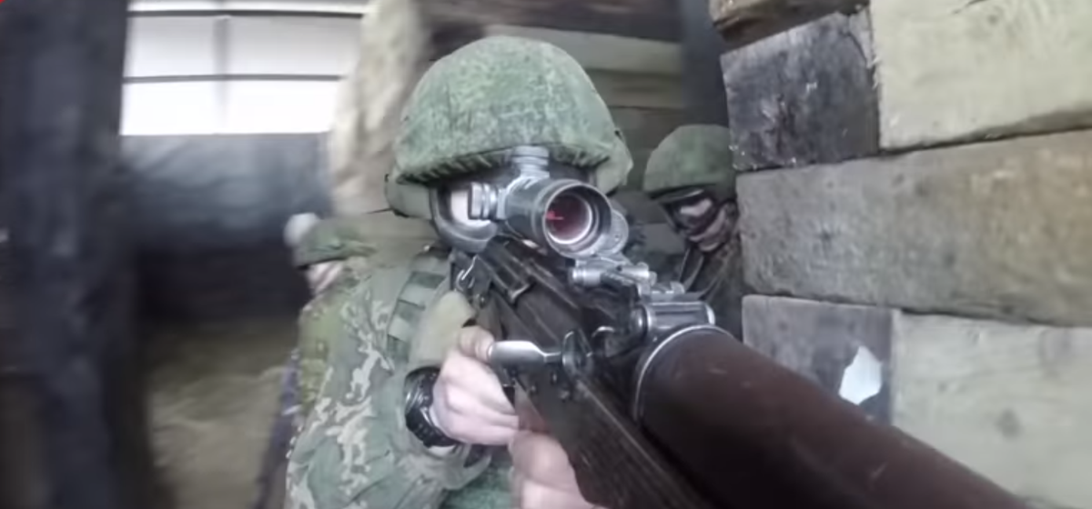 Смотрите, как во время учений белорусские десантники штурмовали дом с боевыми патронами. Видеофакт