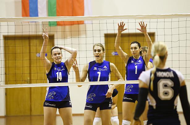 Волейболистки из Барановичей снялись для календаря с рекламой нижнего белья