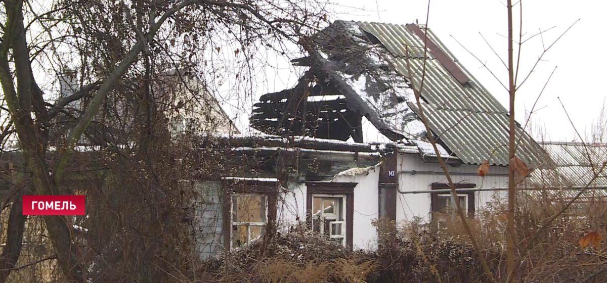 Гомельчанке пришел долг за коммуналку в доме, который сгорел три года назад