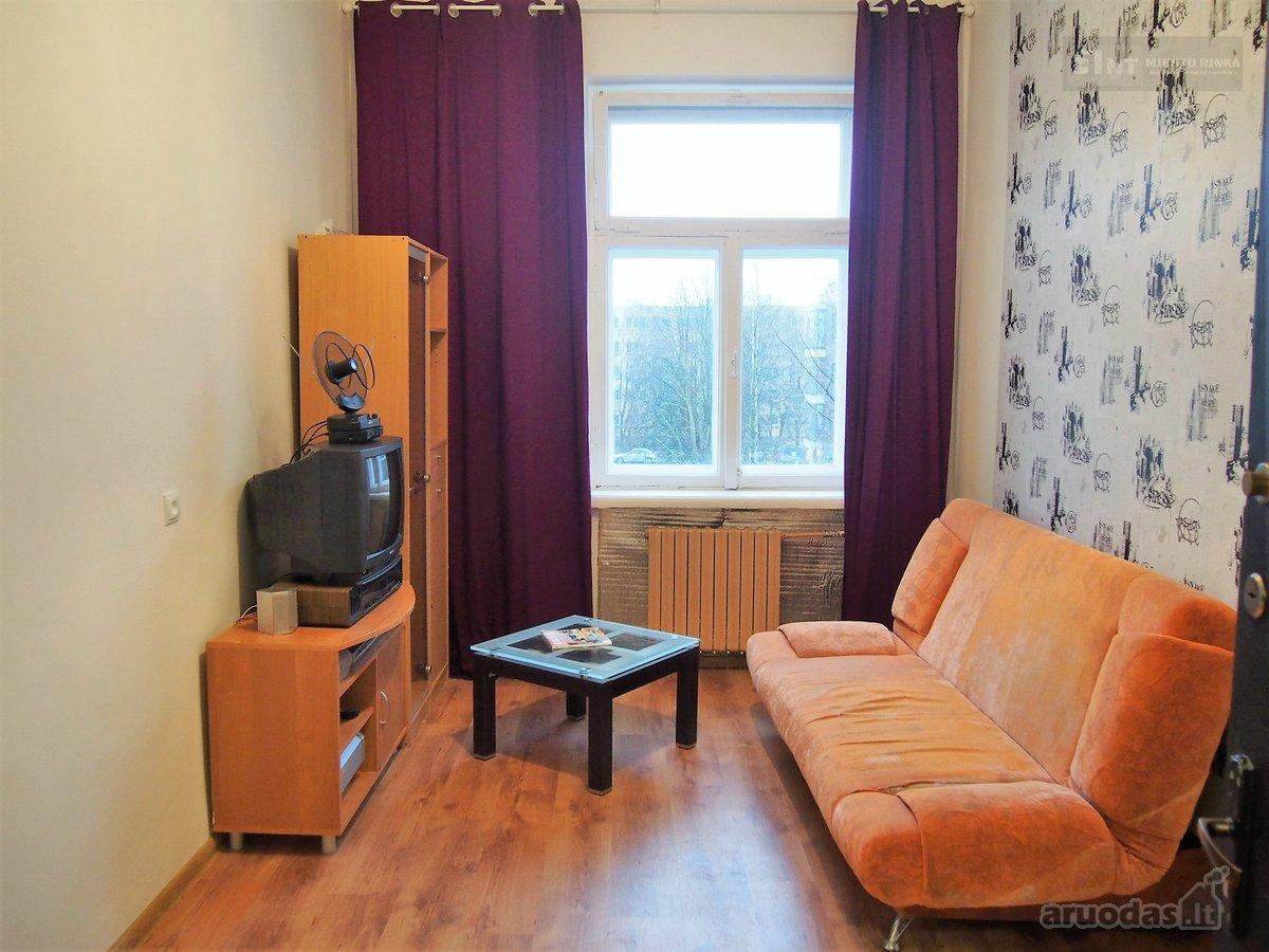 Комната 14 кв. м  в бывшем общежитии в Клайпеде почти за 11 тысяч долларов. Фото: aruodas.lt