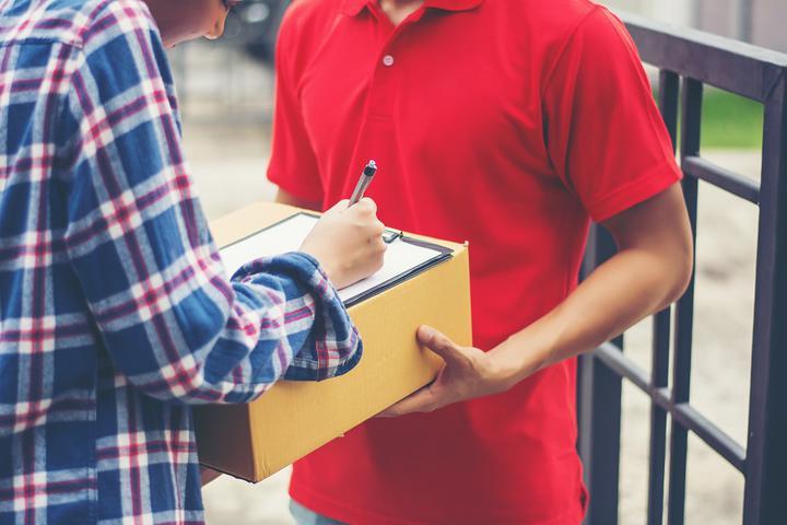 Курьеров могут обязать сообщать налоговикам о крупных покупках населения