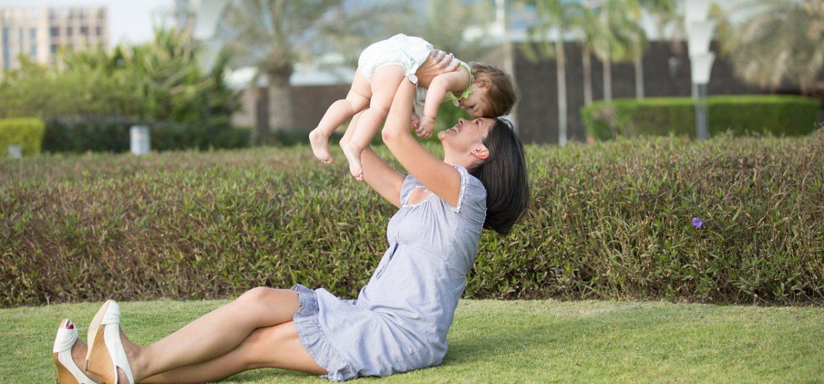 С 1 февраля власти повышают пособие на детей до трех лет. Сколько составит прибавка