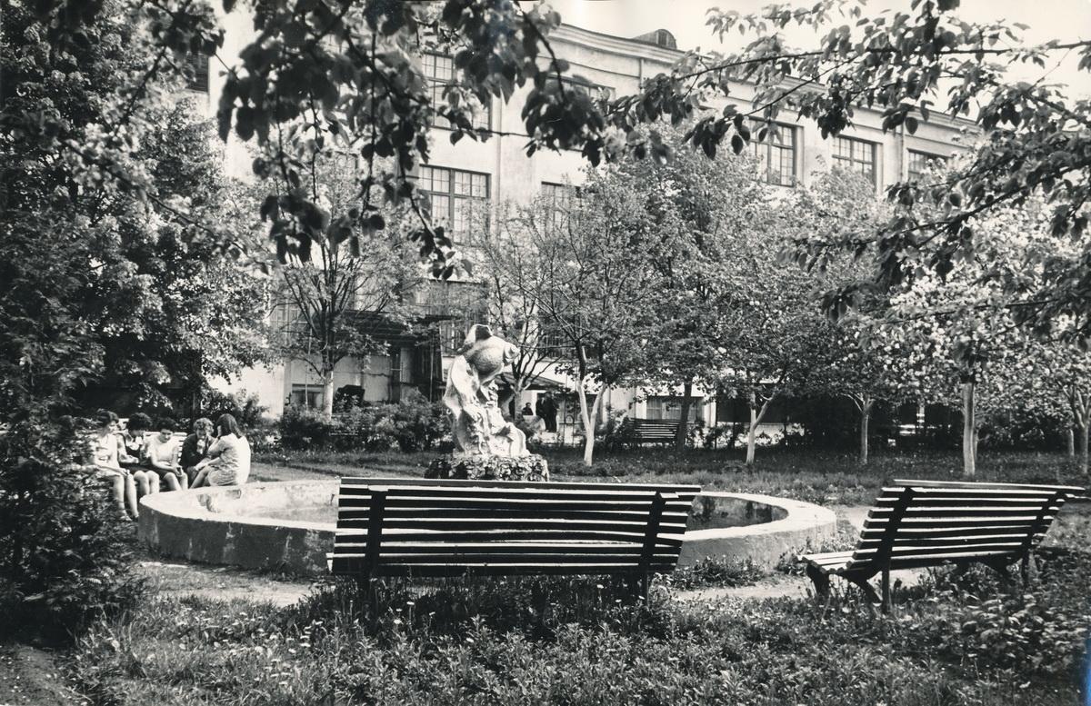 Возле швейной фабрики. 1972 год. Фото: из фондов Барановичского краеведческого музея